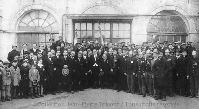 Remise de la légion d'honneur à Gaston Benoit. Collection Jean Pierre Bricout.