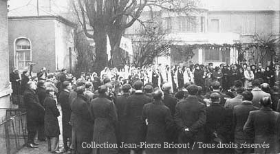 Passage de la Vierge de Notre Dame de Boulogne à la sucrerie de Francières. Coll. J.P. Bricout.