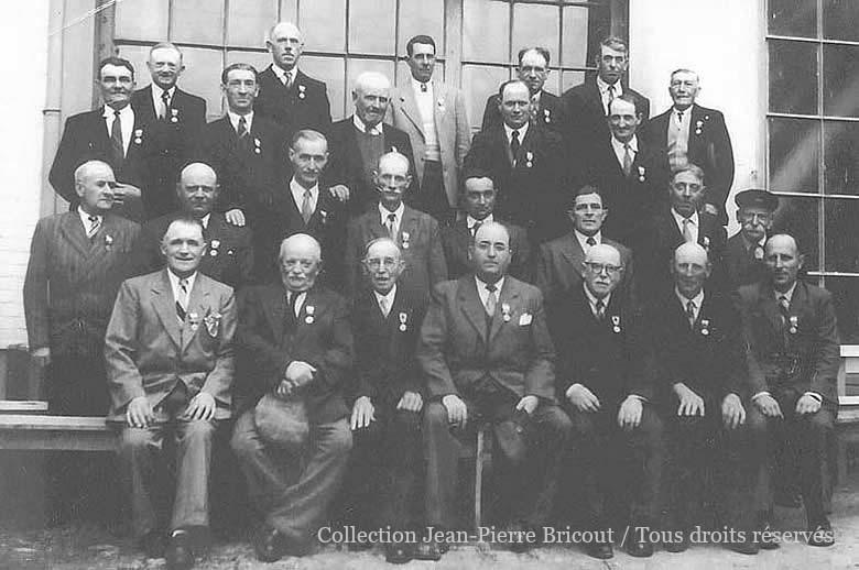 Remise des médailles du travail en juin 1954. Collection Jean Pierre Bricout.