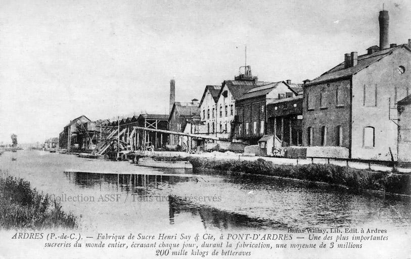 La sucrerie de Pont-d'Ardres (62) et ses installations de chargement/déchargement, côté canal. Coll. Sylvère Thomas.