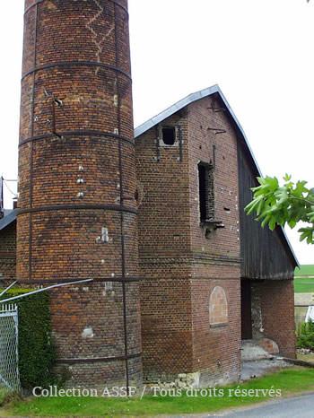 Base de la cheminée.