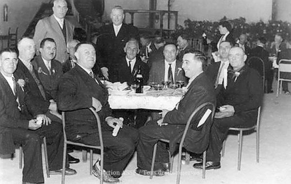 """""""Sucriers"""" souvent de père en fils avec de très longues carrières, les remises de médailles étaient l'occasion de faire la fête."""