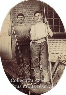 Ces crasses étaient récupérées dans un cendrier à double sas avec trappes pour être évacuées par des wagonnets sur rail poussés à la main.