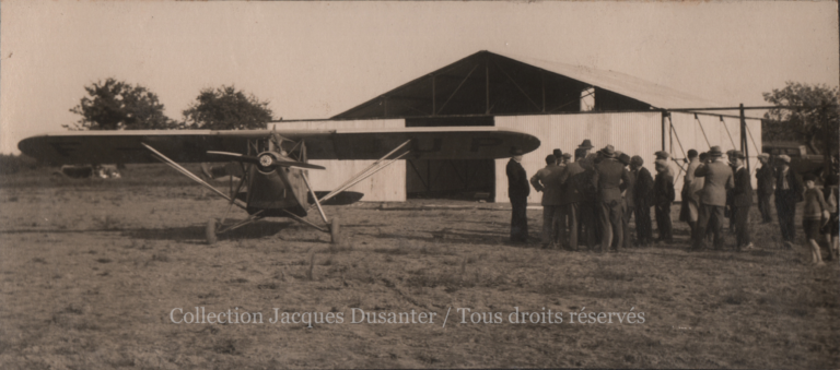 L'arrivée sur le terrain d'Estrées (1933)